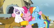 S05E08 Przytulasek z Gildą, Pinkie i Rainbow