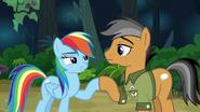 S06E13 Rainbow i Quibble przybijają kopytko na zgodę