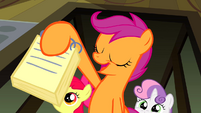Scootaloo presenting her news entry S2E23
