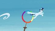Soarin atinge um aro T4E10
