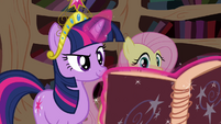 Twilight opens Star Swirl's book S03E13