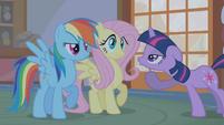 Twilight sarcastically -Oooohs- at Rainbow's dramatization S1E09