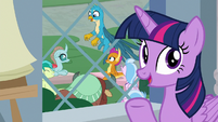 "Twilight sings ""there's a griffon in the garden"" S8E2"