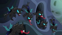 Changelings hiss angrily at Thorax S6E26