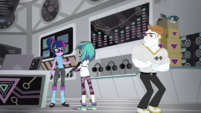 DJ Pon-3 goes to Twilight Sparkle for help SS16