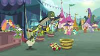 Discord addresses apples as army general S9E23