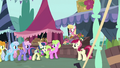 Flower trio continues selling flowers to ponies S7E19.png