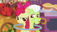 Granny Smith impressed by Apple Bloom's ability S2E06