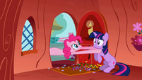 Pinkie Pie takes Twilight away S01E03