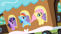 Ponies on a train to Canterlot S02E11