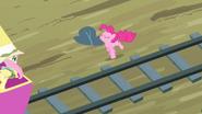 S04E11 Pinkie krzyczy do Fluttershy