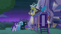 Starlight, Trixie, Thorax, and Discord back at Trixie's wagon S6E25
