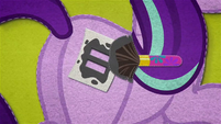 Starlight giving herself an equal sign cutie mark BFHHS4