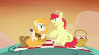 Bright Mac and Pear Butter on a hill together S7E13