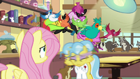 Dr. Fauna shakes birds out of her mane S7E5