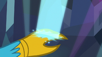 Gallus touches a blue light with his claw S8E22