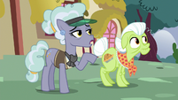 "Jeweler Pony ""don't you work at the spa"" S7E2"