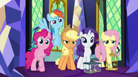 Main ponies ready for the coronation S9E26