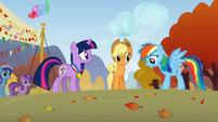 Rainbow Dash & Applejack surprised S1E13