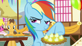 Rainbow Dash smirking impishly S7E23.png