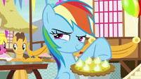 Rainbow Dash smirking impishly S7E23