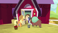 Rarity and Yona go inside AJ's house S9E7