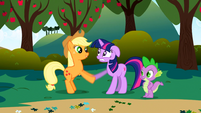 S01E01 Twilight spotyka Applejack