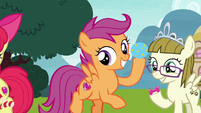 Scootaloo enticing Ripley with bouncy ball S7E6