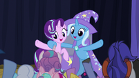 Starlight and Trixie finish their show S8E19