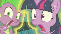 Twilight Sparkle and Spike freaked out S7E3