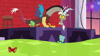 Discord looks at Smooze's top hat and bowtie S5E7