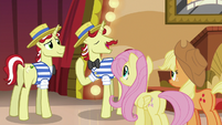 Flam --there won't be a pony in town-- S6E20