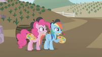 Pinkie Pie and Rainbow apple painters S1E05