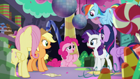 Pinkie thanks her friends S5E11