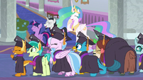 Ponies and Young Six laugh at Crusaders S8E26
