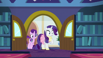 Rarity looks surprised at Twilight's class S8E17