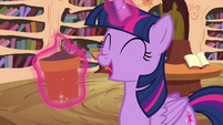 Twilight levitating flower pot S4E15