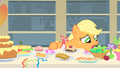 Applejack doesn't know what to eat first 1 S01E22.png