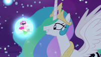 Princess Celestia observes Pinkie Pie's dream S7E10