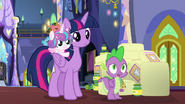 S07E03 Twilight, Spike i Flurry