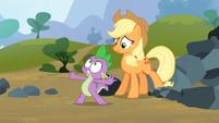 Spike saves Applejack 7 S3E09