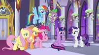 Twilight's friends worry she'll freak out S9E17