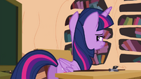 Twilight walking to her seat S4E21