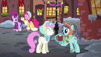Twinkleshine giving Earth mare hot cocoa S6E8