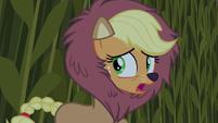 Applejack hears something S5E21