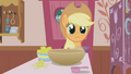 Applejack waiting for more instructions S1E04.png
