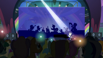 Coloratura singing to an enthralled audience S5E24