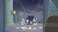 Large group of mice passes Rarity S9E4