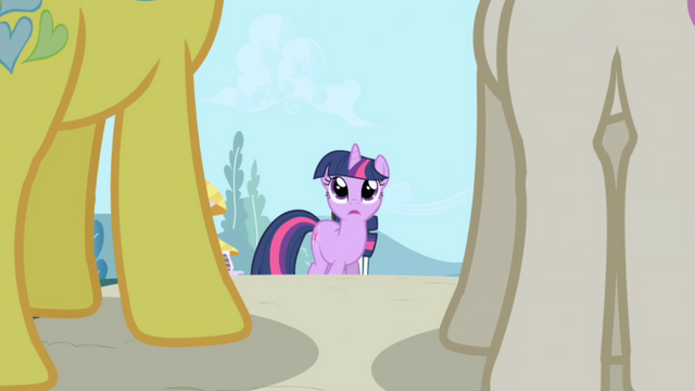 Berkas:Lemon Hearts and Twinkleshine approach Twilight S01E01.png