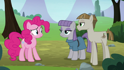 Pinkie Pie looks at Maud Pie and Mudbriar S8E3